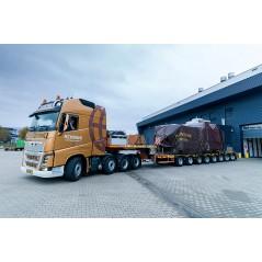 Rensink Volvo Globetrotter XL 8x4 with Nooteboom MCO121-08V