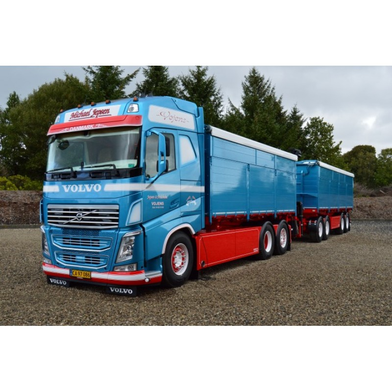 Michael Jepsen Volvo Fh04 Globetrotter With Resin Containers